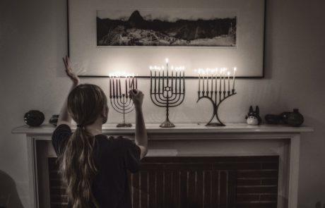 בימים ההם בזמן הזה: שירי החנוכה ששרו הילדים בזמן השואה